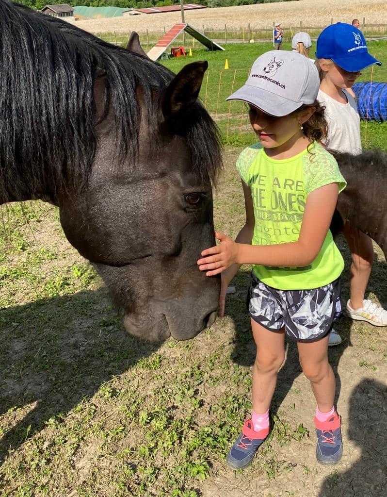 Enfant avec un cheval du CCM